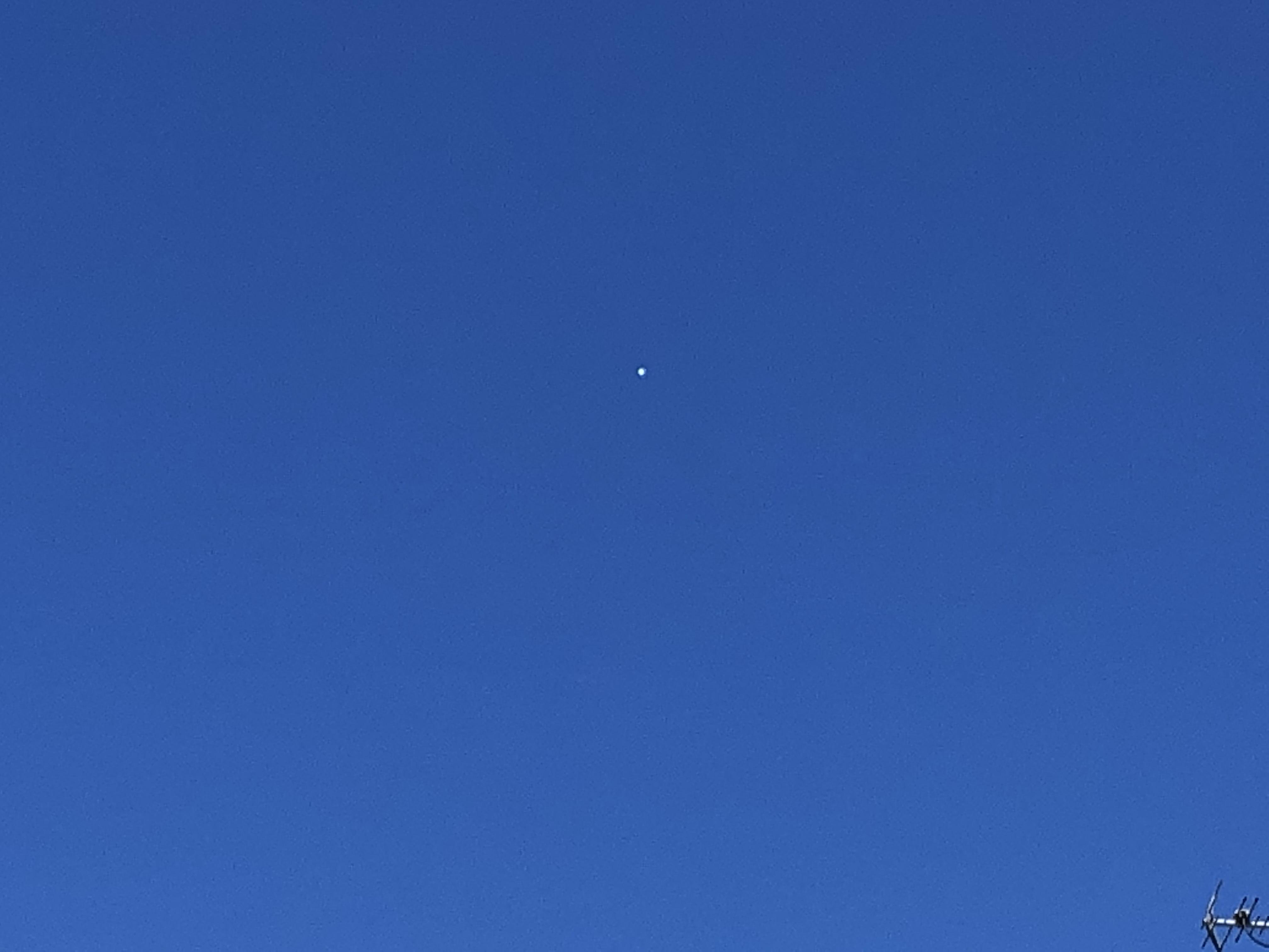 仙台 物体 謎 飛行 の 仙台上空に未確認飛行物体、気象台も「不明」と困惑 Twitterでも話題に!